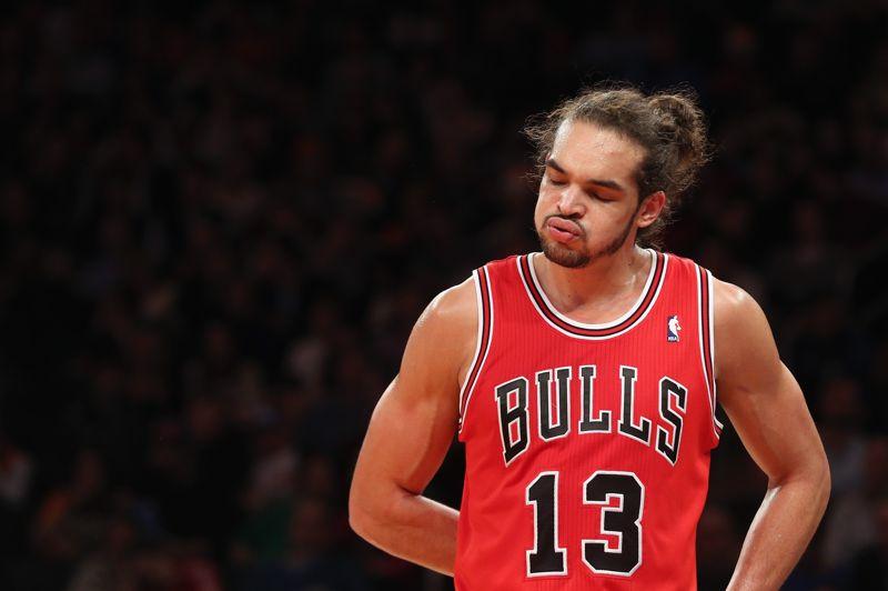 JOAKIM NOAH (basket): 10,6 millions d'euros - C'est la plus belle progression de ce classement, tant en termes d'argent que de places. Le joueur des Chicago Bulls a vu ses revenus progresser de 6,2 millions d'euros par rapport à 2011 et a gagné 15 places, grâce à son nouveau contrat de 60 millions de dollars sur cinq ans. Joakim Noah dispose aussi de plusieurs contrats publicitaires, dont le plus important a été signé avec Le Coq Sportif.