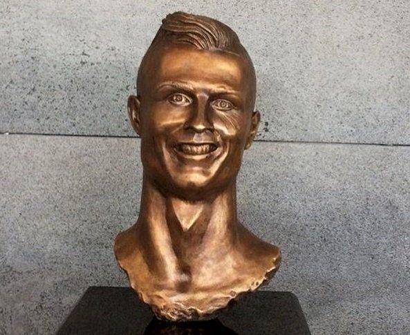 Le buste de Cristiano Ronaldo inauguré à l'aéroport de Madère ce mercredi.