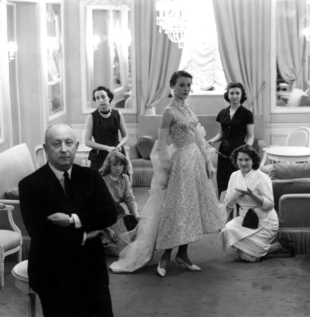 Haute couture, années 50 (épisode 1): les coulisses d'un défilé chez Christian Dior