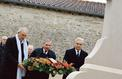 Défilé de politiques à Colombey-les-Deux-Églises