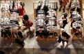 Le gouvernement va interdire aux marques de jeter leurs vêtements invendus
