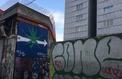 Trafic de drogue : un graffiti guide les acheteurs à l'entrée d'une cité de Saint-Ouen