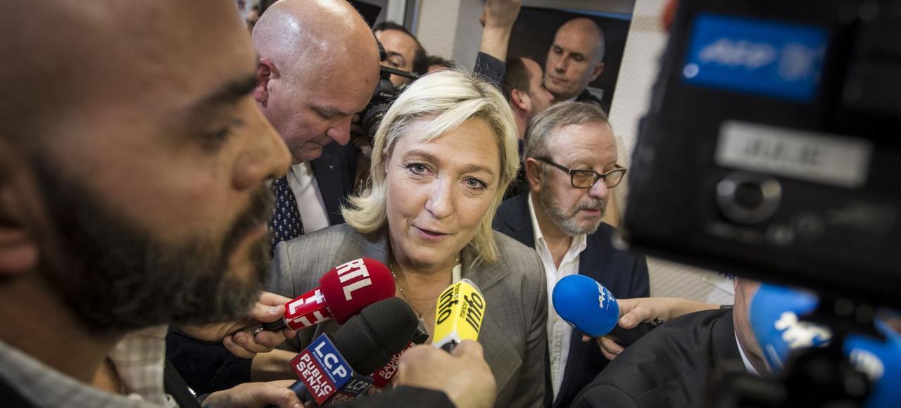 Marine Le Pen, au siège du Front national à Nanterre, dimanche soir, après l'annonce des résultats du second tour des élections départementales.