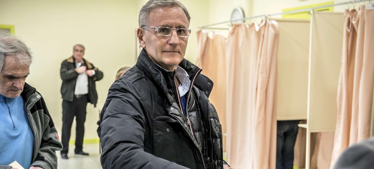 André Vallini, secrétaire d'État chargé de la Réforme territoriale, a été réélu avec près de 65% des voix dans son canton de Tullins dans l'Isère face au Front national.