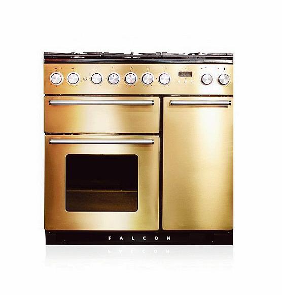 falcon pousse ses cuisini res haut de gamme chez les fran ais. Black Bedroom Furniture Sets. Home Design Ideas