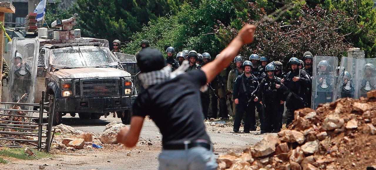 Des heurts ont éclaté entre les Palestiniens et la police israélienne le 15 mai, en Cisjordanie, à la fin d'une manifestation marquantant le 67e anniversaire dela Naqba («catastrophe», en arabe), la création de l'État d'Israël.