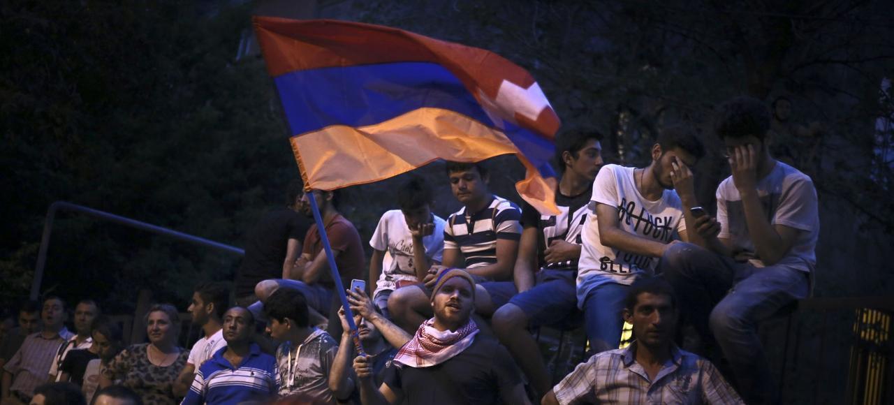 Des manifestants protestent contre les hausses à répétition des tarifs de l'électricité, mercredi à Erevan, la capitale arménienne.