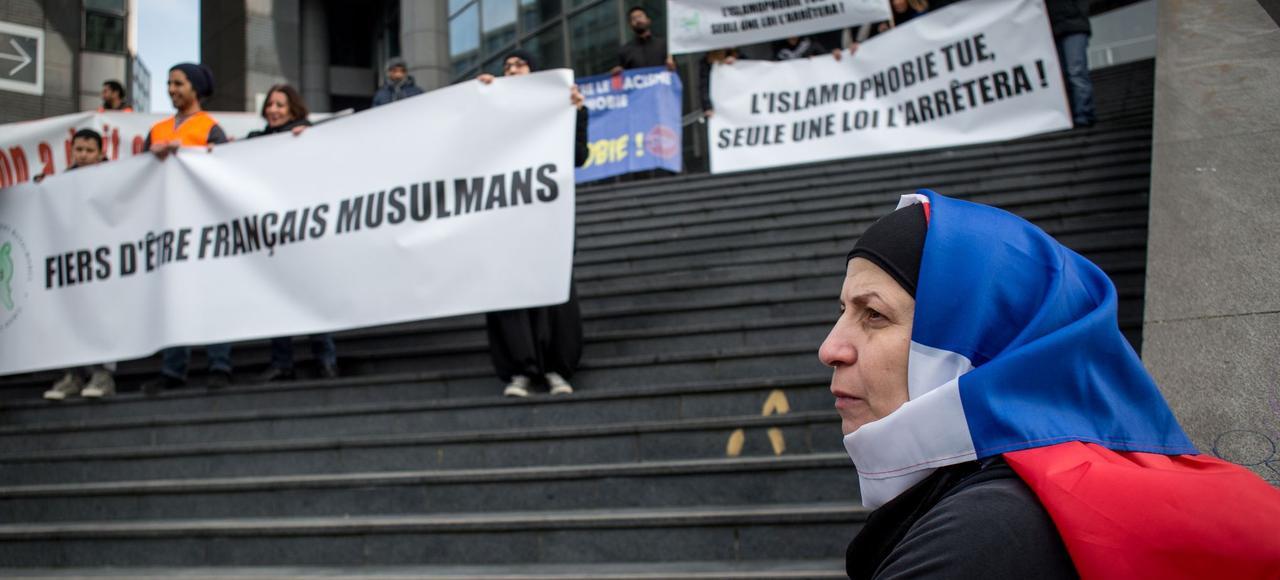 Le 14 mars 2015, à Paris, des associations musulmanes dénonçant la «croissance inquiétante des actes islamophobes» organisent une marche de la place de la Bastille à la Nation.