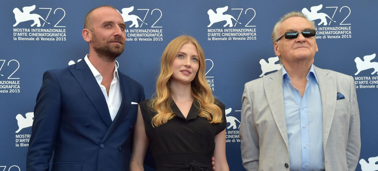 Wojciech Mecwaldowski, Paulina Chapko et Jerzy Skolimowski au 72e Festival international du film de Venise.