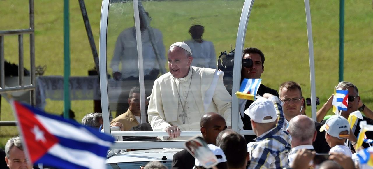 Le pape François a célébré la messe, lundi, sur la place Calixto-Garcia, à Holguin, ville natale des Castro.