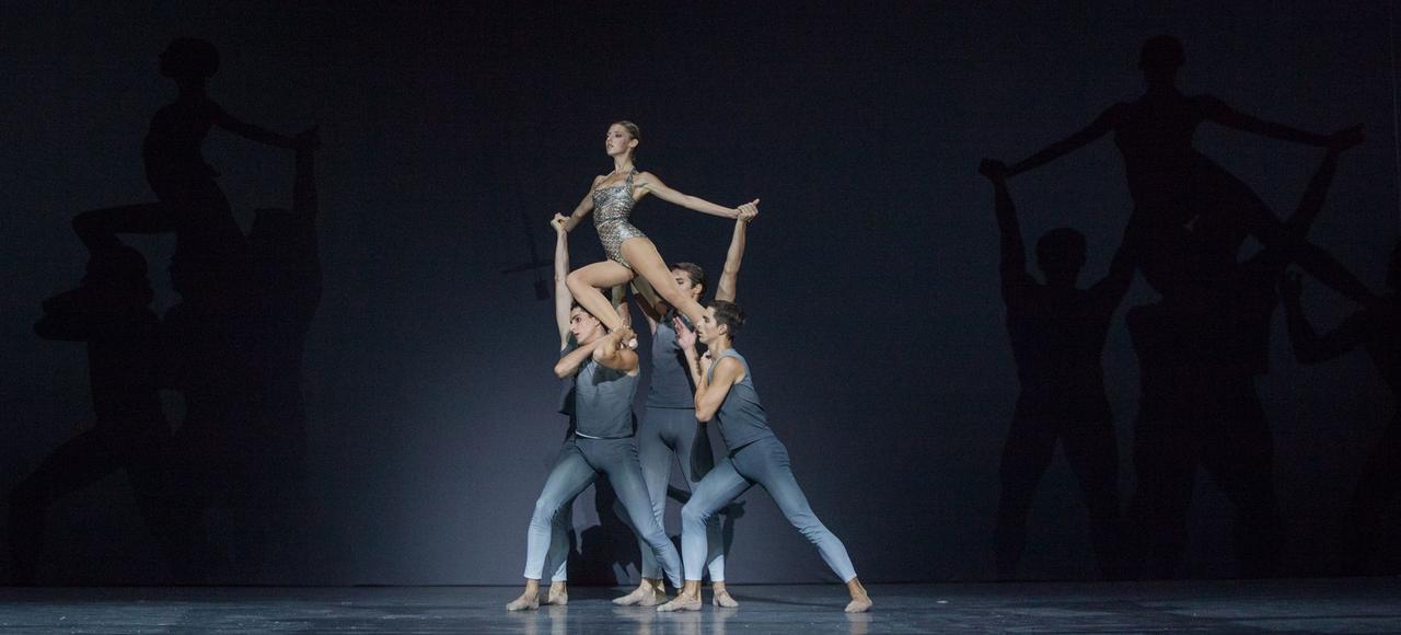 Création de Benjamin Millepied, <i>Clear, Loud, Bright, Forward</i> réunit 16 jeunes danseurs, sur une musique de Nico Muhly.