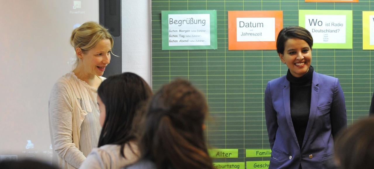 La ministre de l'Éducation nationale, Najat Vallaud-Belkacem, en visite à l'école biculturelle allemande de Metz, lundi.