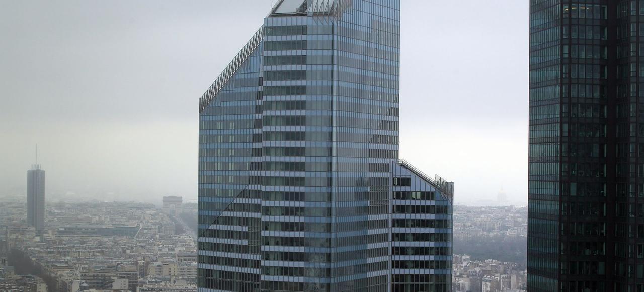 La Tour First à la Défense a été mise en vente.