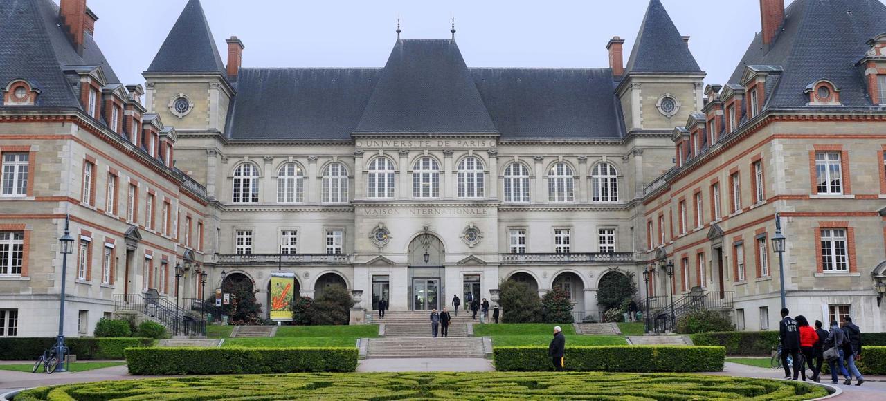 Le théâtre de la Cité internationale est situé à l'entrée du campus.