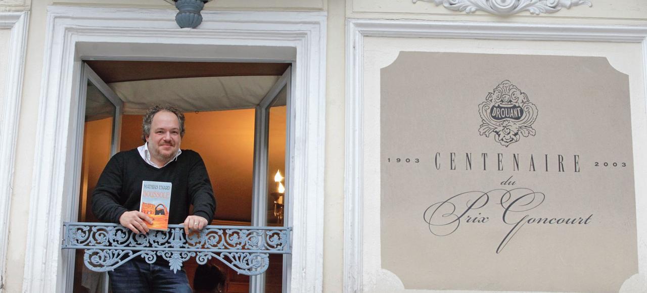 Mathias Énard a reçu le prix Goncourt avec son livre <i>Boussole</i>, un livre exigeant, qui allie érudition et émotion.