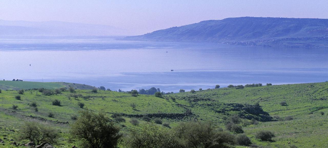 Parmi les lieux arpentés par Jean-Christian Petitfils sur les traces de Jésus, les rives du lac de Tibériade, en Galilée, au nord-est d'Israël.