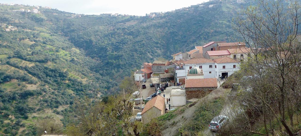 Les obs ques d 39 a t ahmed chappent au pouvoir alg rien for Haute kabylie