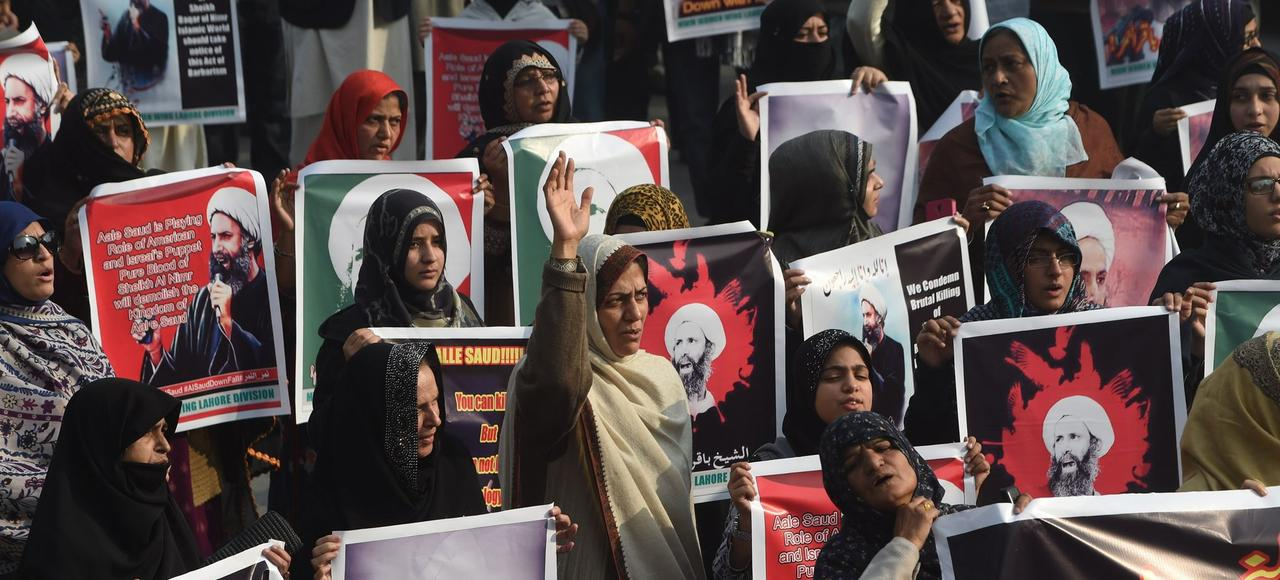 Manifestation de femmes à Lahore, au Pakistan, contre l'exécution, samedi, en Arabie saoudite, de l'imam chiite Nimr al Nimr, considéré comme une figure de la contestation saoudienne.