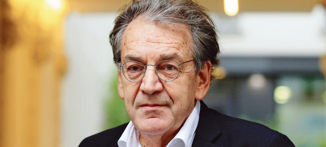 Le philosophe est favorable à la déchéance de la nationalité, parce que la France, explique-t-il, «n'est pas un simple coup de tampon, une réalité administrative».