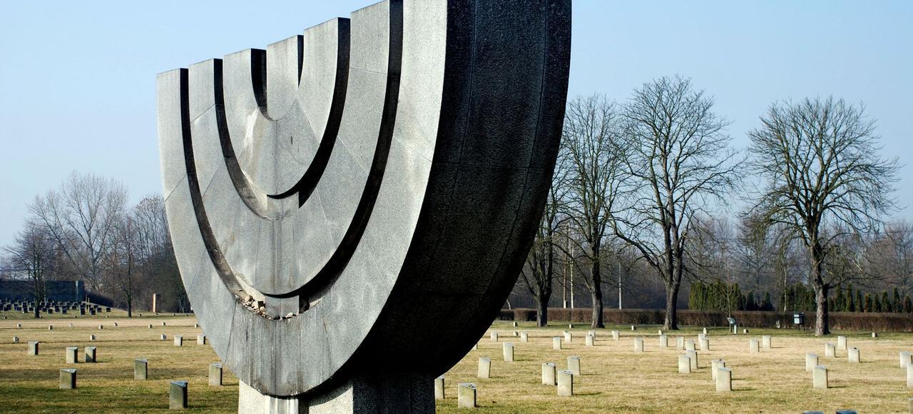 Cimetière au camp de concentration de Terezin en République Tchèque.