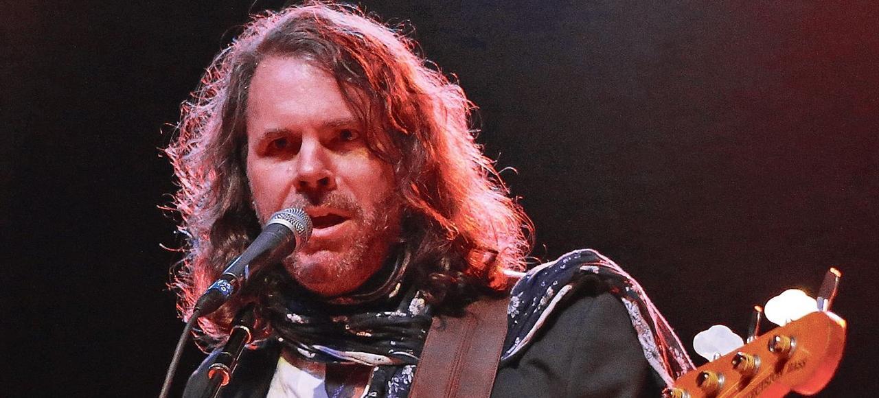 Le bassiste Tim Lefebvre, en concert à Los Angeles, le 1er novembre 2014.