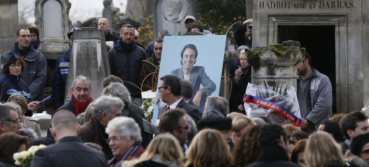 Derniers adieux au chanteur au cimetière du Père-Lachaise, à Paris.