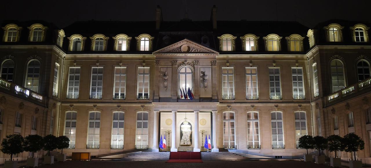 Vendredi soir, François Hollande a reçu à dîner la mitterrandie, pour l'anniversaire de la mort du premier président socialiste, le 8janvier, il y a vingt ans.