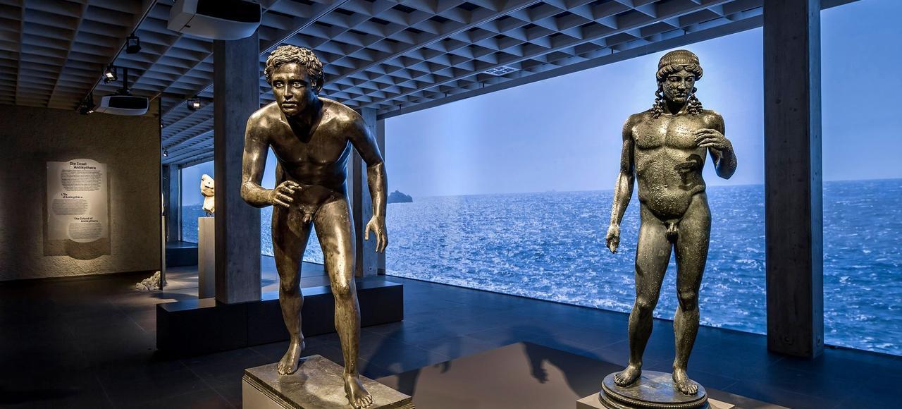 Une cargaison de luxe incluant des statues en marbre ou en bronze a été découverte sur l'épave d'Anticythère en 1900 par des pêcheurs d'éponges.