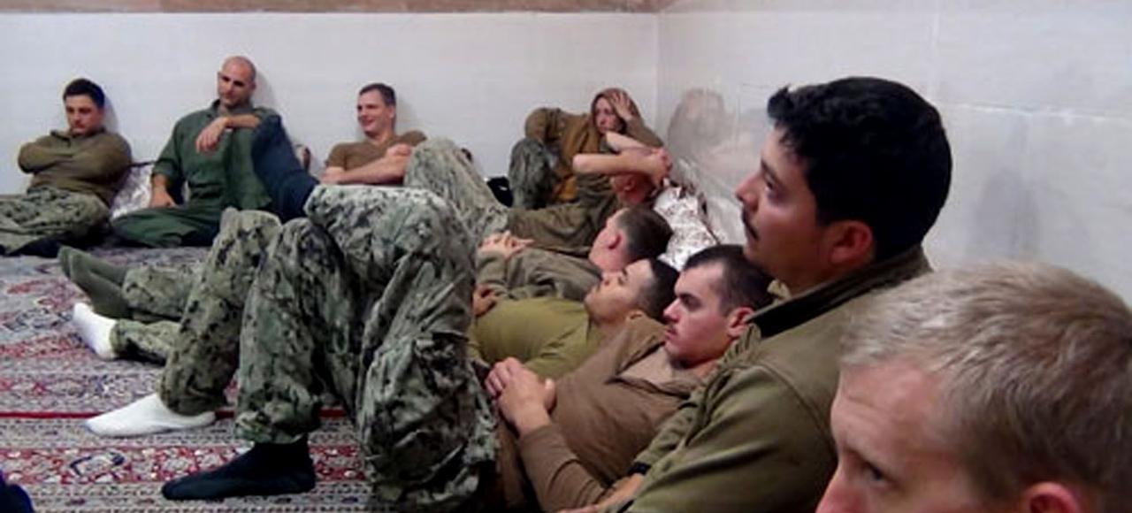 Extrait d'une vidéo produite par une agence de presse iranienne montrant la détention des marins de la Marine américaine par les Gardiens de la Révolution, dans le Golfe Persique.