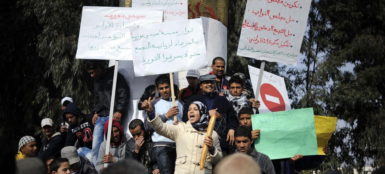 Il y a cinq ans, les Tunisiens descendaient dans les rues pour dénoncer la dictature et la corruption.