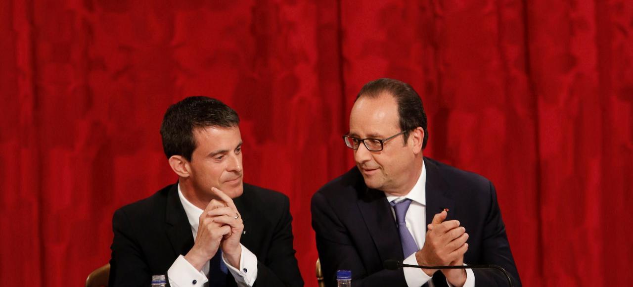 Manuel Valls et François Hollande. Selon les auteurs, gagner du temps jusqu'à la prochaine présidentielle est devenue leur seule stratégie dans l'espoir de rester au pouvoir après 2017.