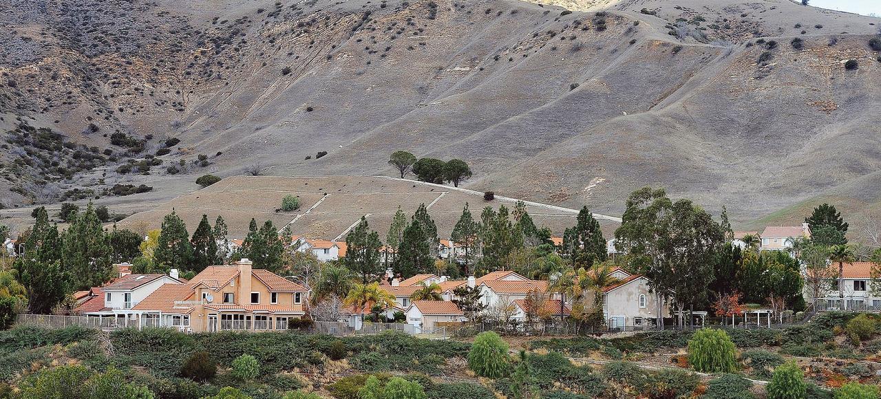 Porter Ranch (ci-dessus) a été placé en état d'urgence suite à une fuite de méthane émanant d'un réservoir de gaz.