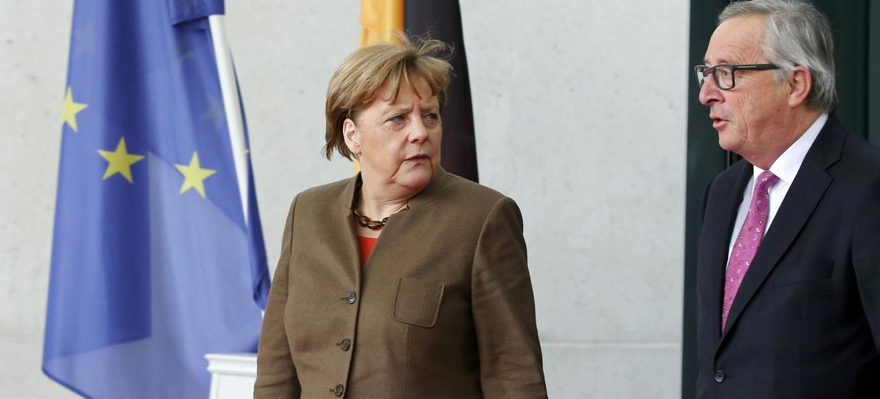 La chancellière Angela Merkel et le président de la Commission européenne Jean-Claude Juncker, jeudi à Berlin.