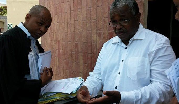 Les avocats Nadjim Ahamada et Mansour Kamardine (de gauche à droite).