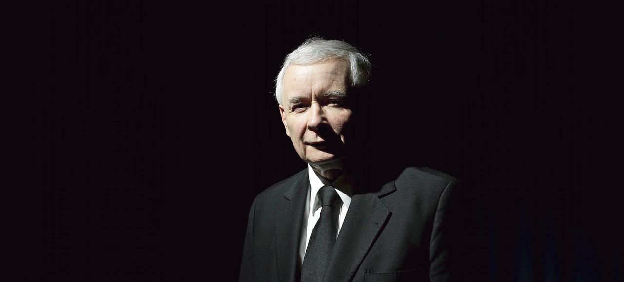 Jaroslaw Kaczynski, (ici en 2012, à Varsovie), est secrétaire général du parti au pouvoir, Droit et Justice (PiS), et député à la Diète polonaise.