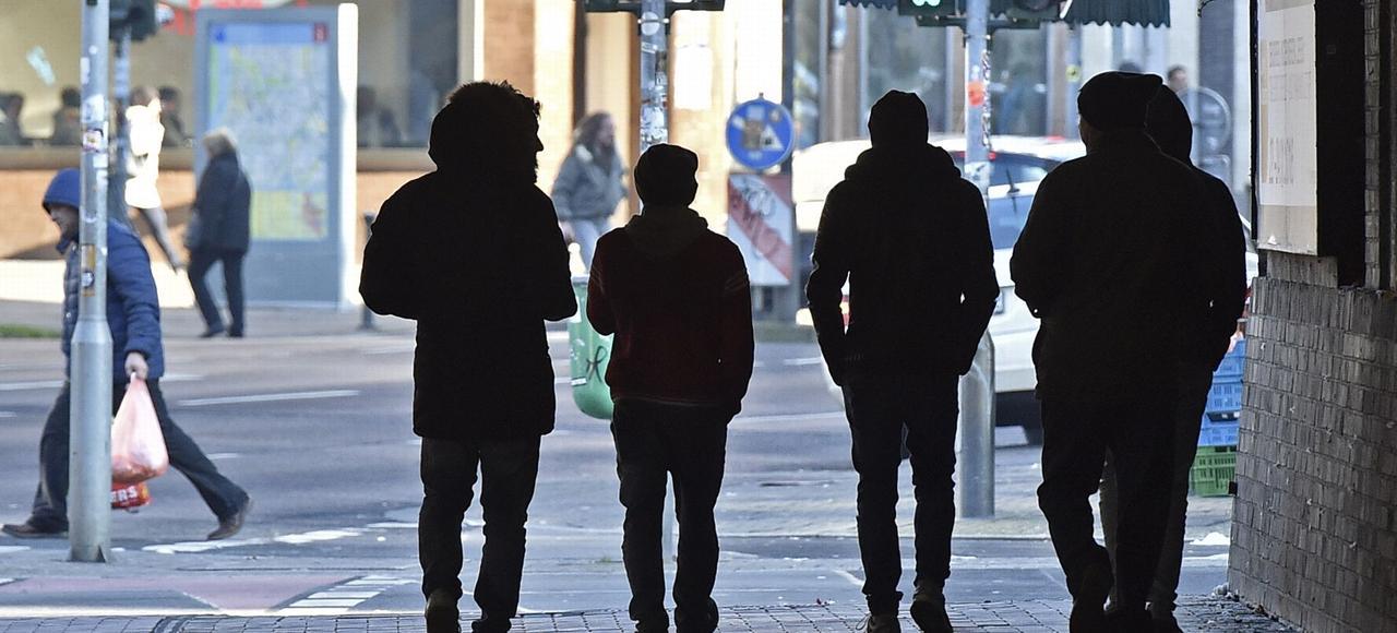 Des migrants se promènent, mardi, dans le quartier dit «maghrébin» à Dusseldorf.