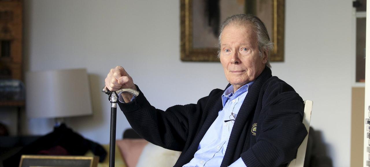 À 91 ans, Jean Piat retrouve les planches aux Bouffes Parisiens avec <i>Pièces d'identité</i>.
