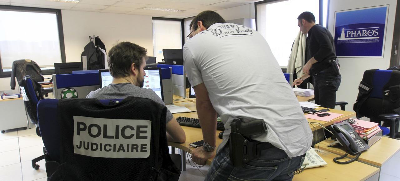 À Nanterre, au siège de la Direction centrale de la police judiciaire (DCPJ), dans les locaux de Pharos, la plateforme de signalement des contenus illicites en ligne.
