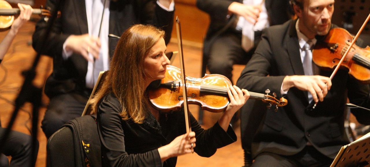 Anne Gravoin et son orchestre, en concert à Alger, en février 2015, dans le cadre d'une tournée au Maghreb.