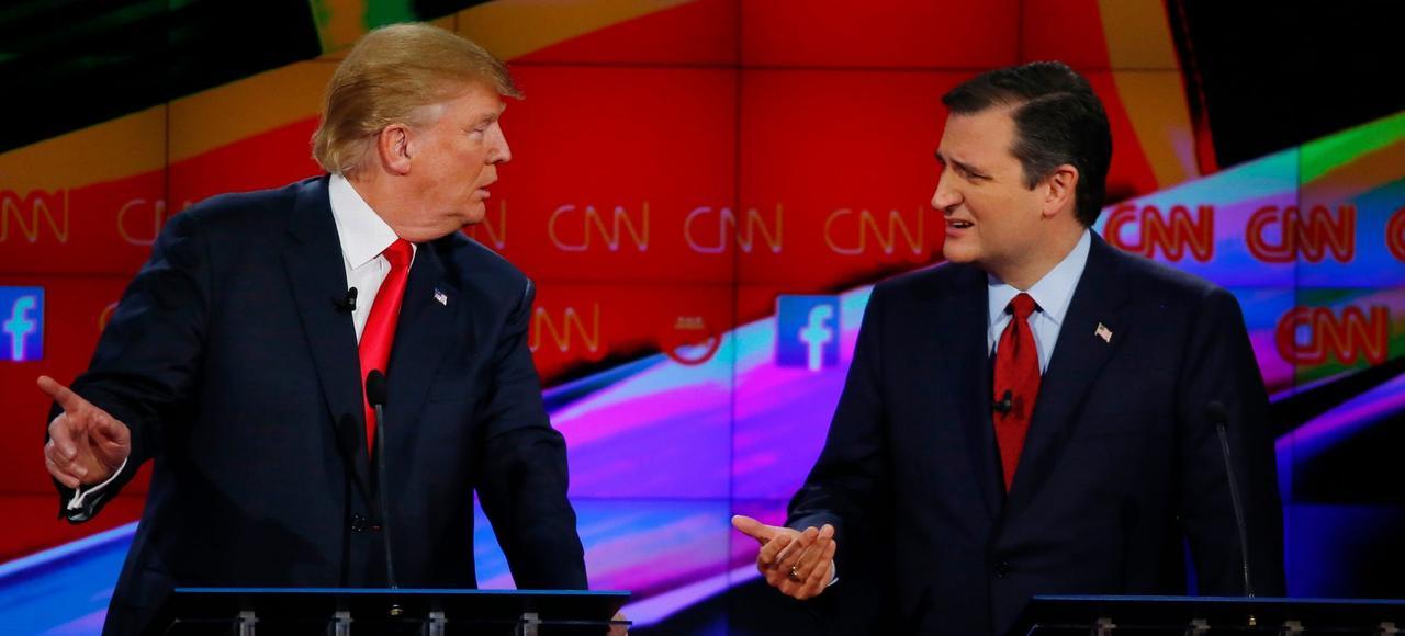Donald Trump (à gauche) et Ted Cruz, ici lors d'un débat entre candidats républicains aux primaires organisé en décembre dernier à Las Vegas. À l'orée des premiers scrutins, les deux rivaux mènent la course à l'investiture.
