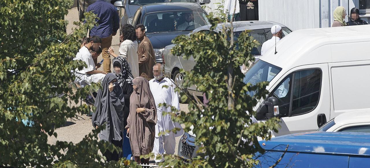 Image de surveillance d'une mosquée salafiste en région parisienne, par des agents du renseignement territorial, en juillet 2015.