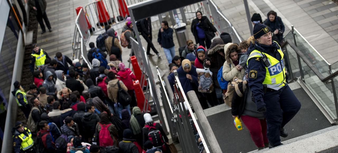 En novembre 2015, en gare de Hyllie, des réfugiés ayant transité par le Danemark arrivent en Suède. Réputé pour son système social généreux, le pays a toujours été une terre d'accueil pour les migrants.