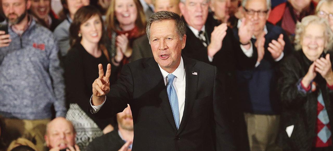 John Kasich, gouverneur de l'Ohio et candidat républicain à la primaire, en campagne, mardi à Concord, dans le New Hampshire.