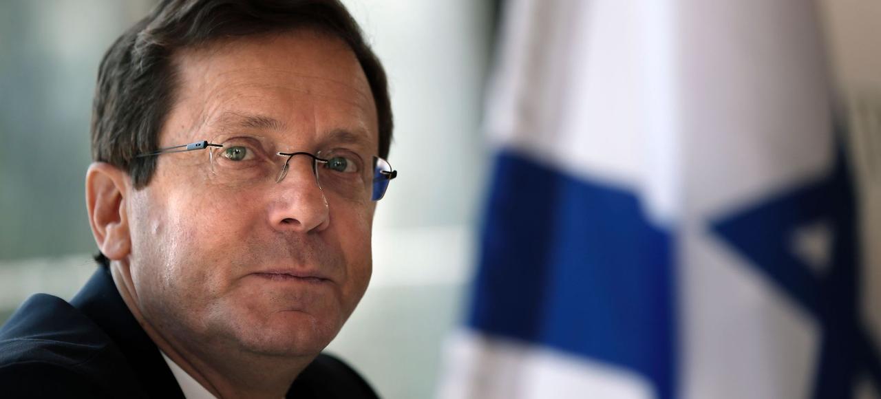 Isaac Herzog, chef de file du Parti travailliste israélien, donne une conférence de presse, mercredi, au club de la presse à Jérusalem.