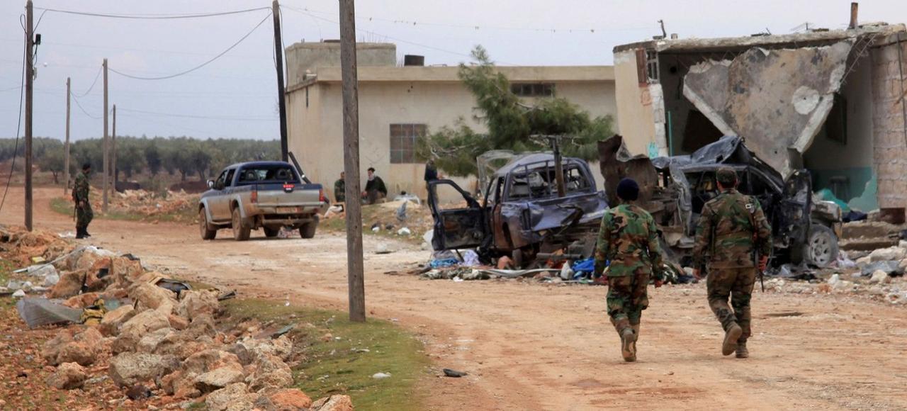 Patrouille de l'armée syrienne, jeudi, dans le village de Kiffin aux environs d'Alep.