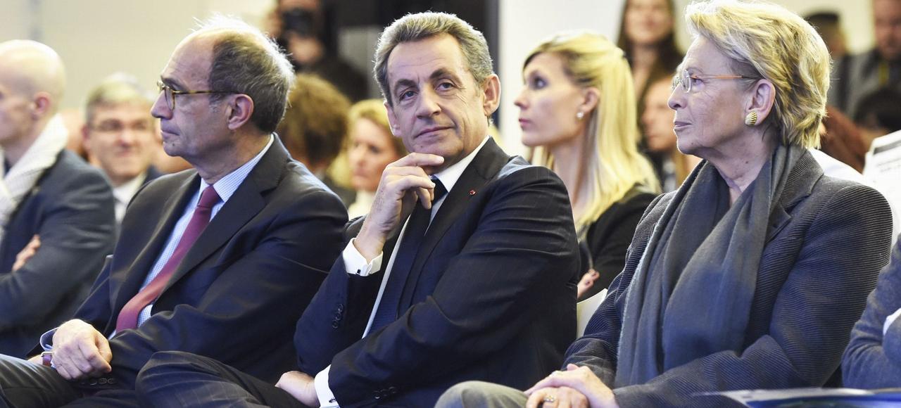 Michèle Alliot-Marie au côté de Nicolas Sarkozy au siège du parti lors d'une journée de travail, en novembre 2015 consacrée à la sécurité.