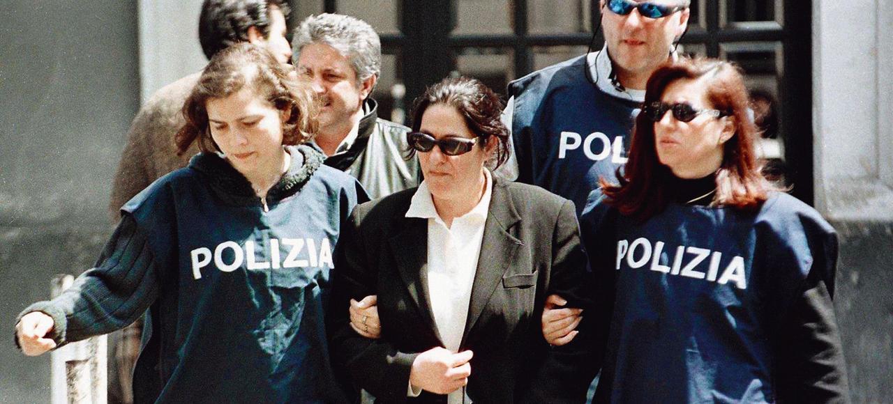 Concetta Scalisi, une des femmes qui dirigeaient le clan Laudini Mafia, lors de son arrestation en 1999.