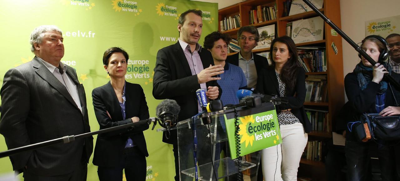 David Cormand <i>(au centre)</i>, nommé secrétaire national par intérim d'Europe Écologie-Les Verts à la suite du départ d'Emmanuelle Cosse au gouvernement, espère relancer le parti lors du congrès de juin.