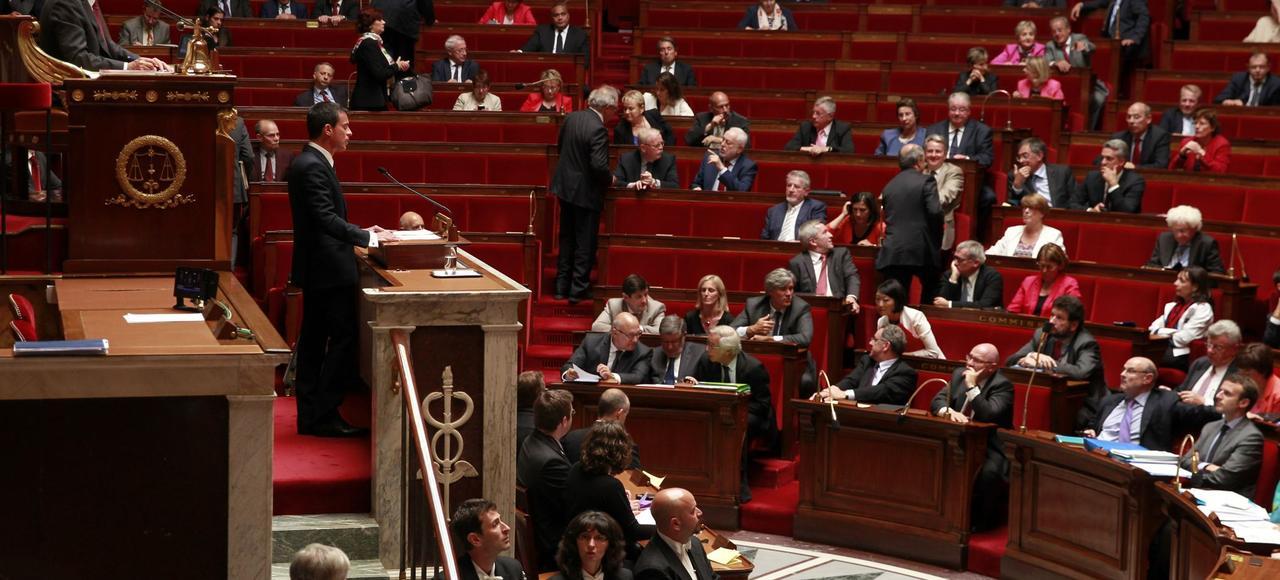 Manuel Valls s'exprime devant l'Assemblée nationale, lors de la séance des questions au gouvernement, alors que celui-ci pourrait utiliser l'article 49-3, pour l'adoption de la loi Macron.