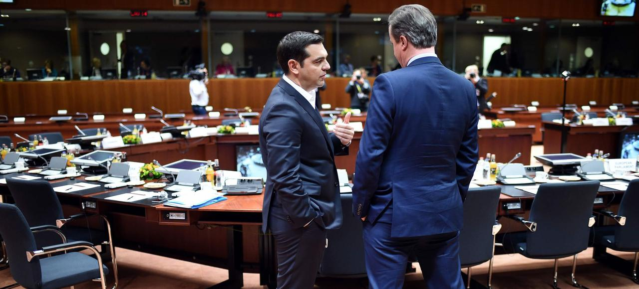 Alexis Tsipras, le premier ministre grec, et David Cameron, son homologue britannique, lors du sommet européen , ce jeudi.
